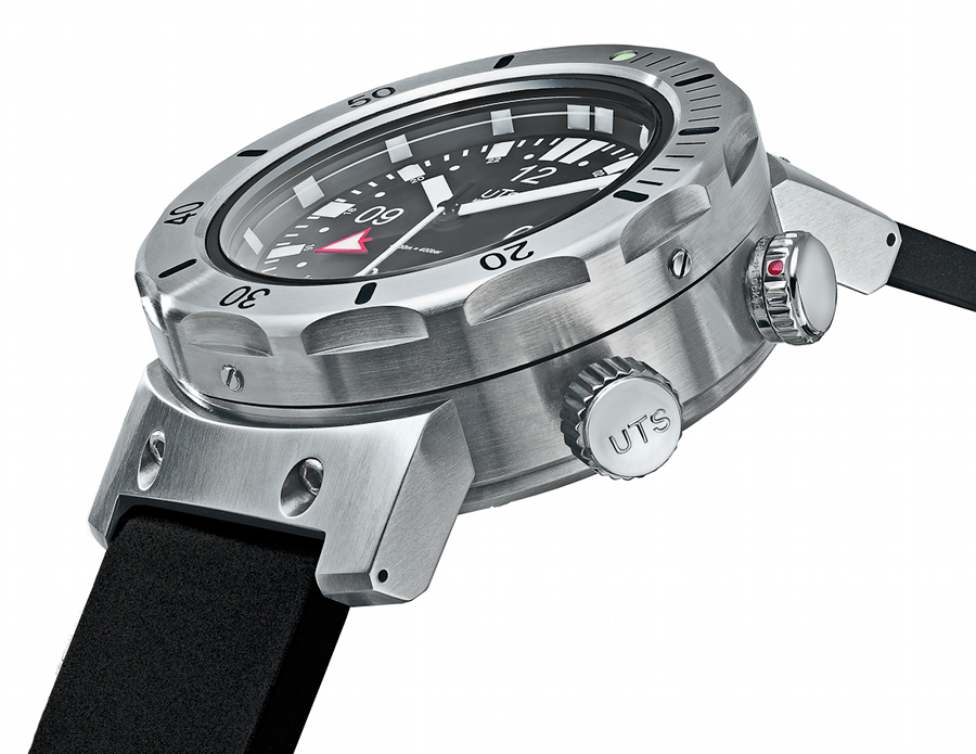UTS 4000M GMT side profile